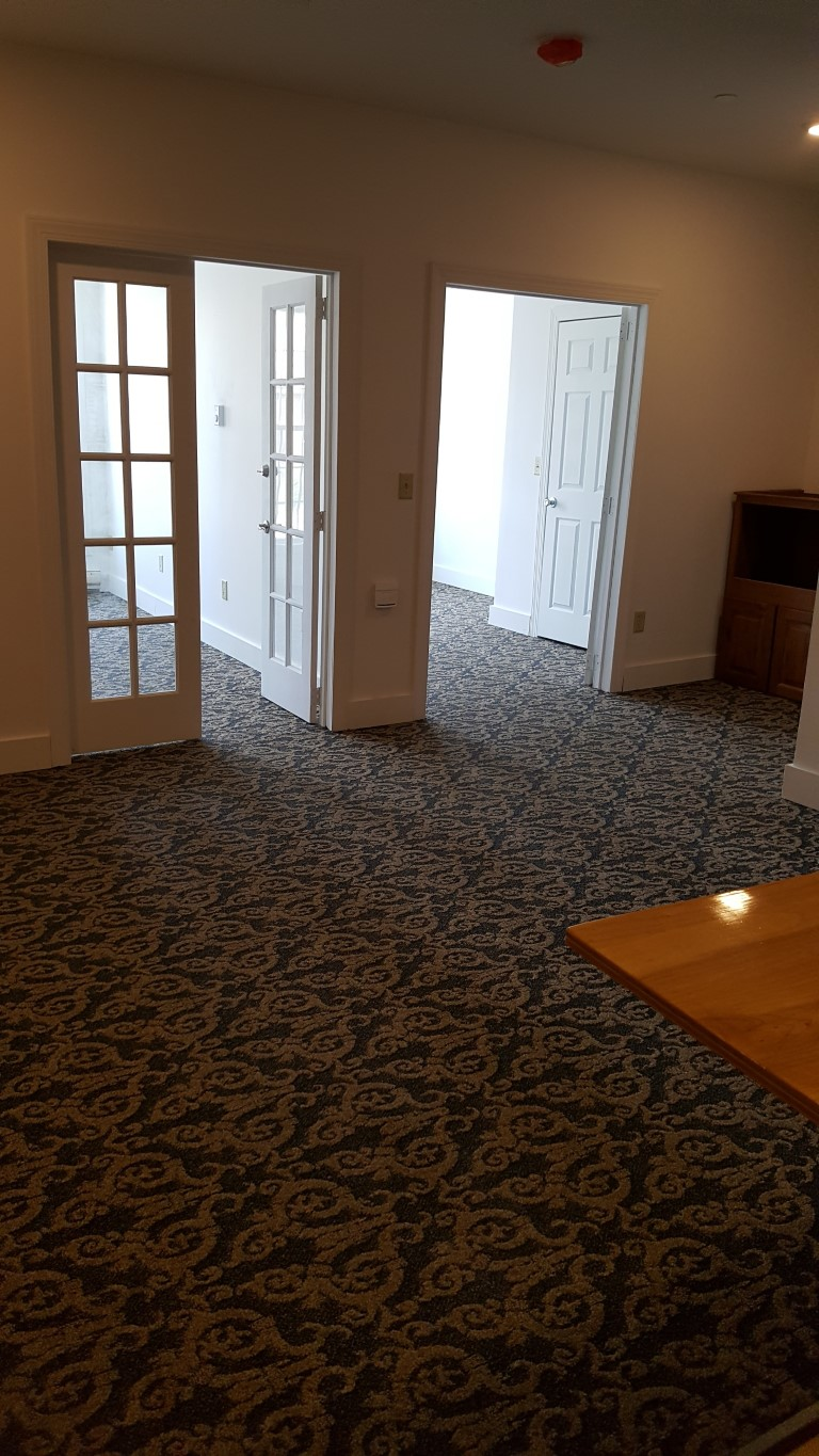 273 Main Street carpet access to rooms