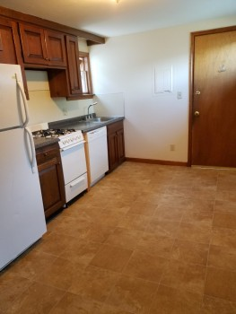 5 Myrtle Avenue Kitchen with Stove and Fridge